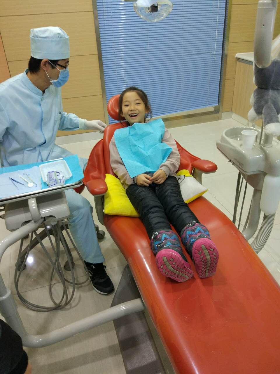 医生叔叔给我看牙