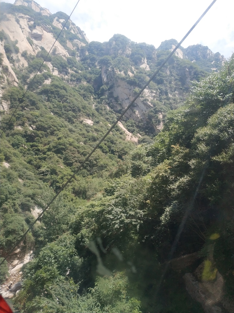 上山索道上的华山景色1