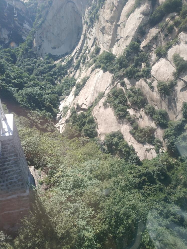 上山索道上的华山景色2