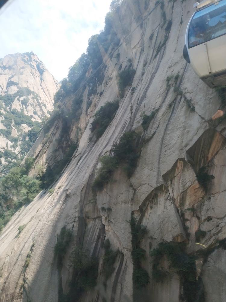 上山索道上的华山景色3