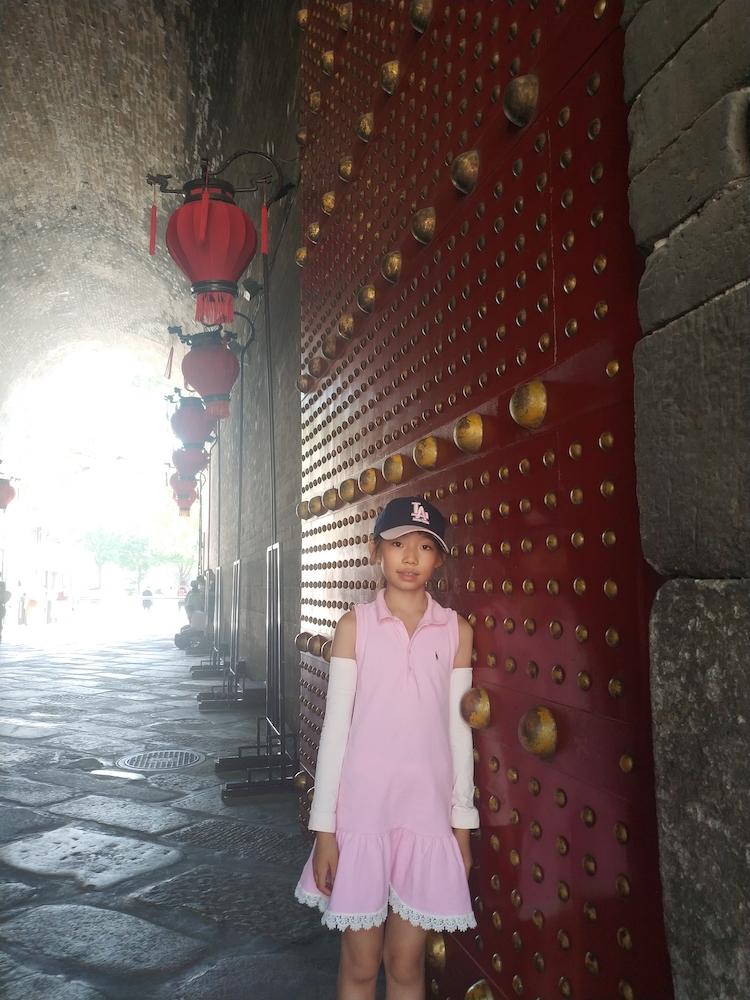 与城门合影