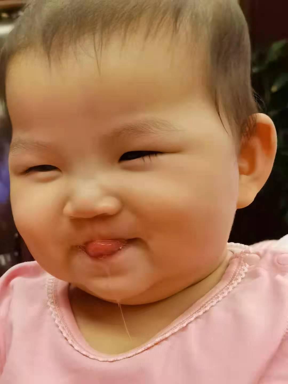 妹妹开心的样子